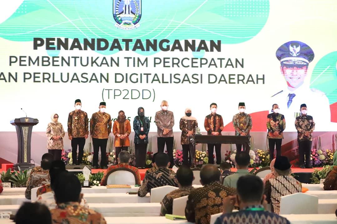 Bupati Jombang Teken MoU Pembentukan TP2DD Bersama Gubernur Jawa Timur