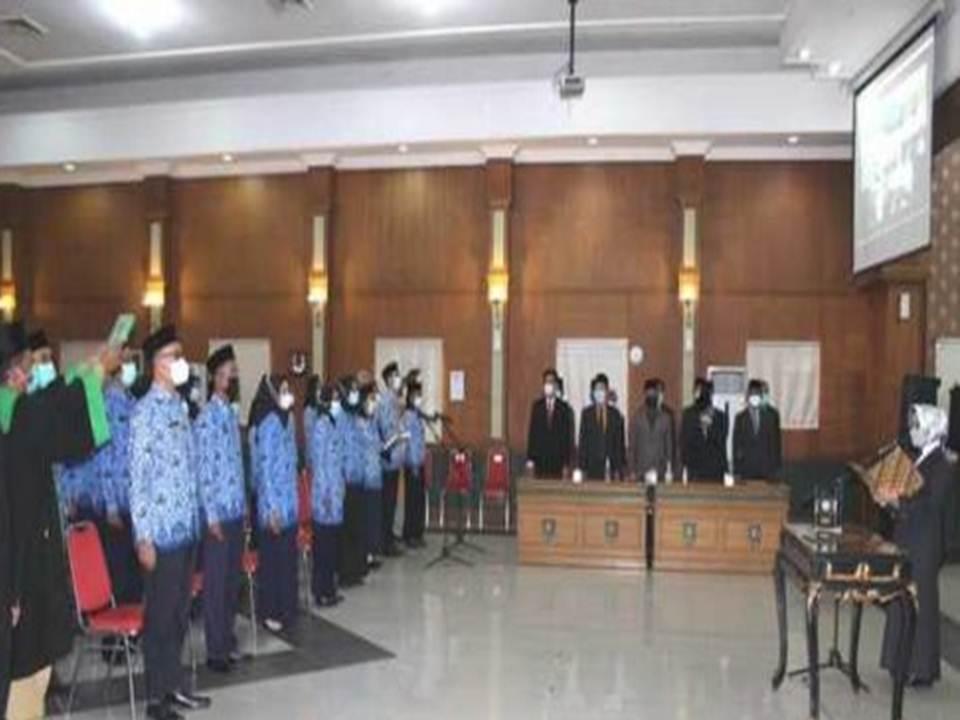 Hj. Mundjidah Wahab Bupati Jombang Melantik Pejabat dan PNS PEMKAB Jombang