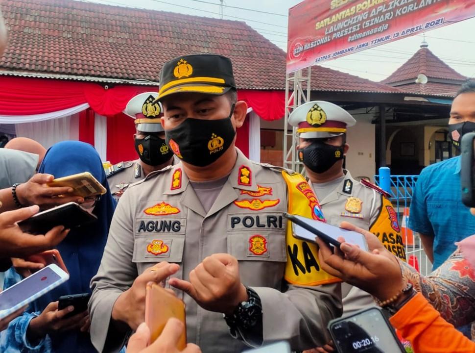 Caption foto : Kapolres Jombang  AKBP. Agung Setyo Nugroho saat memberikan keterangan