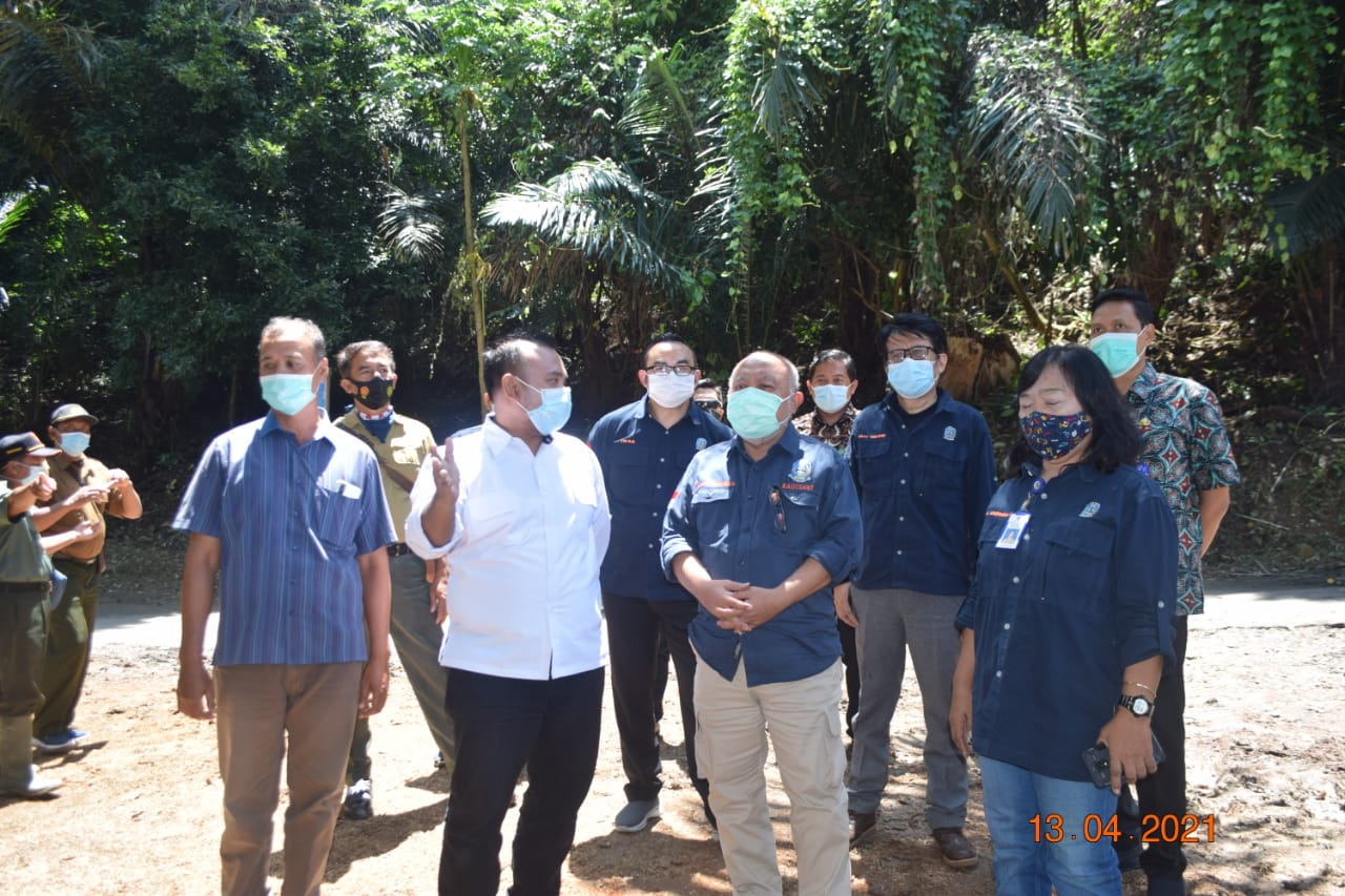 Purnomo Hadi Kepala Dinas Kehutanan Jatim Bersama Perhutani Jombang
